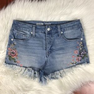 🍂Mossimo Floral Embroidered High Rise Raw Shorts